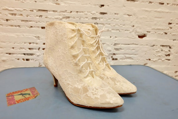 Vintage 1980s lace up booties, white cream lace, s