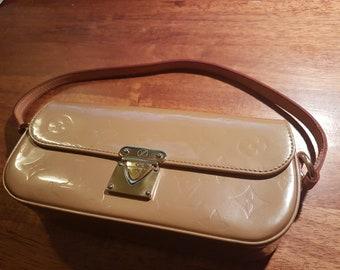 Louis Vuitton Noisette Monogram Vernis Malibu Street Clutch Bag 53f24e748fe83