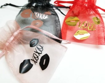 Hugs and Kisses xoxo, Printed Organza Bags 10pcs, Fabric Favour Bags, Drawstring Pouch, Mesh Candy Bags, Party Gift Bags