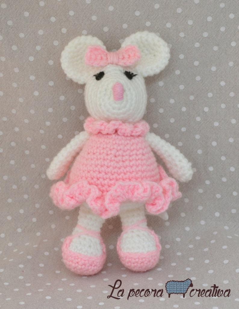 Amigurumi Ballerina Mouse - A Free Crochet Pattern - Grace and Yarn | 1027x794