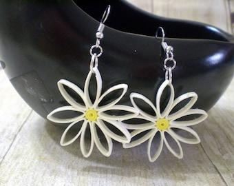 White Daisy Paper Quilled Dangly Earrings, Handmade Paper Earrings, Dangle Earrings for Women, Flower Earrings Dangle