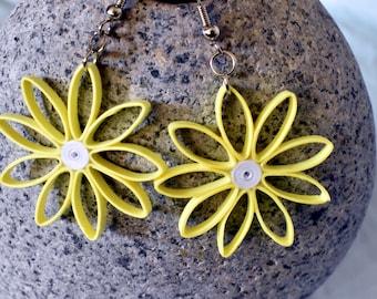 Lightweight Daisy Dangle Statement Earrings, Modern Hippie Earrings, Dangly Earrings for Women, Summer and Spring Earrings, Boho Earrings
