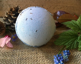 Lavender and Seeds - 180g Bath Bomb