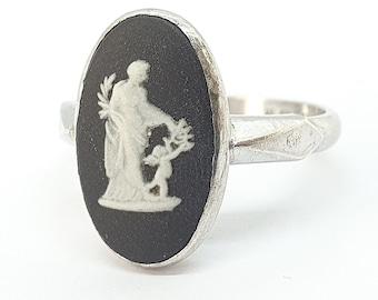 Vintage Sterling Silver Black Wedgwood Signet Ring 1971 Hallmark Jasperware Genuine Josiah Women Ladies Retro Jewelry Jewellery UKM US6.25