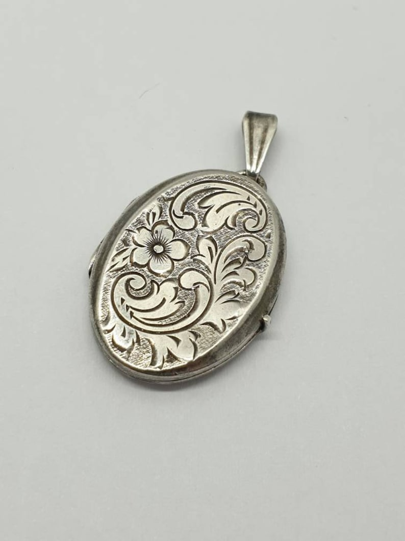 Vintage Solid Silver Oval Concave Picture Locket Necklace Pendant Deep Flower Hand Engraved Elegant Cute Womens Ladies Jewelry Jewellery
