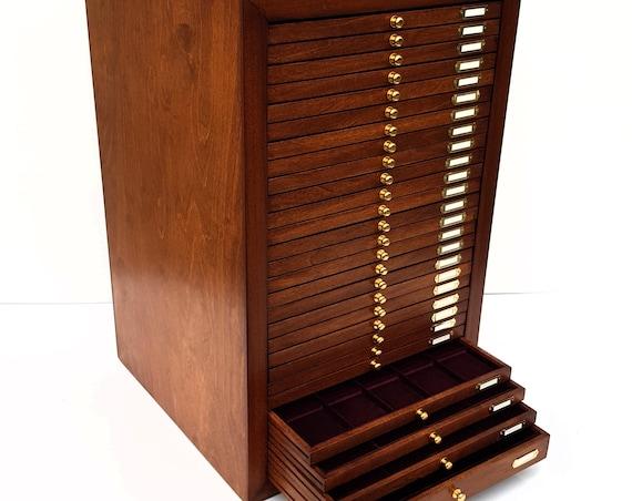 art.CAS28  Monetiere in Legno con 28 Cassetti per Monete Antiche. Wooden Coin Cabinet