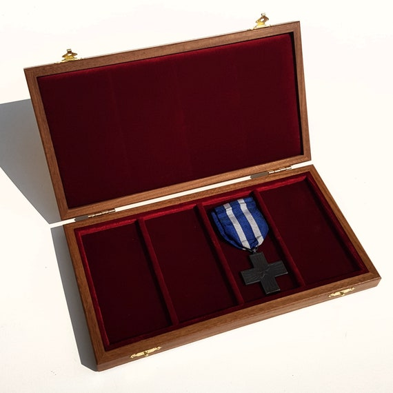Art. ALP04MED  Astuccio per 3 Medaglie Militari con Nastro Wooden Case for 4 Military Medals with Ribbon