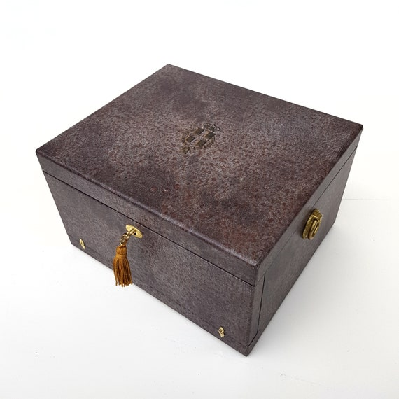 Art. BAU08.  Trunk for collection complete coins Victor Emmanuel III. All coins issued during the Kingdom from 1901 to 1943