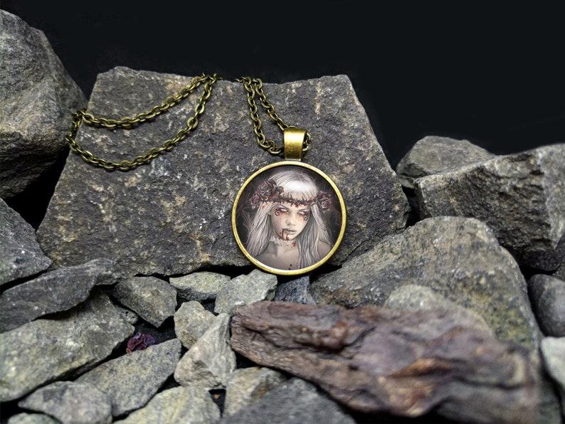 Victoria Frances Cameo Art Victorian Steampunk Cosplay Art Glass Cabochon Bronz Necklace Pendant