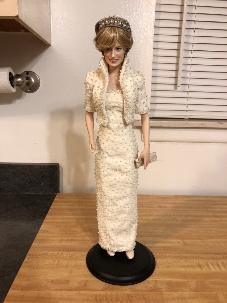 Franklin Mint White Rose And Purse Accessory for Porcelain Princess Diana Doll