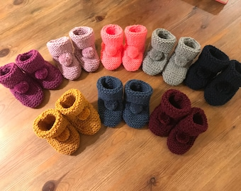NEWBORN BABY BLUE FLUFFY HAND KNITTED BOOTS// BOOTIES 6 MONTHS