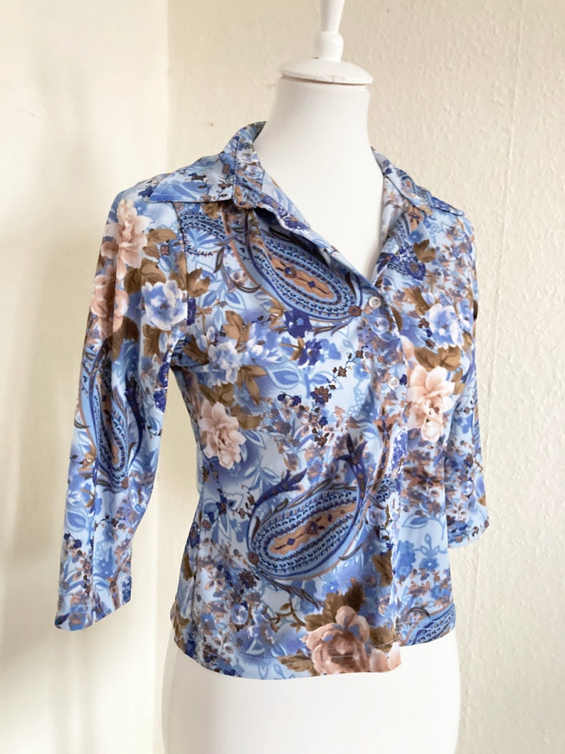 90s Vintage Bright Blue Beige Floral Shirt Collared 34 Sleeves Button Down Blouse Flower Power Hippie Boho Brown 60s 70s Rainbow Aesthetic