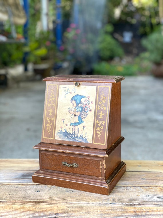 Vintage Jewelry Music Box - Jewelry Box - Victoria
