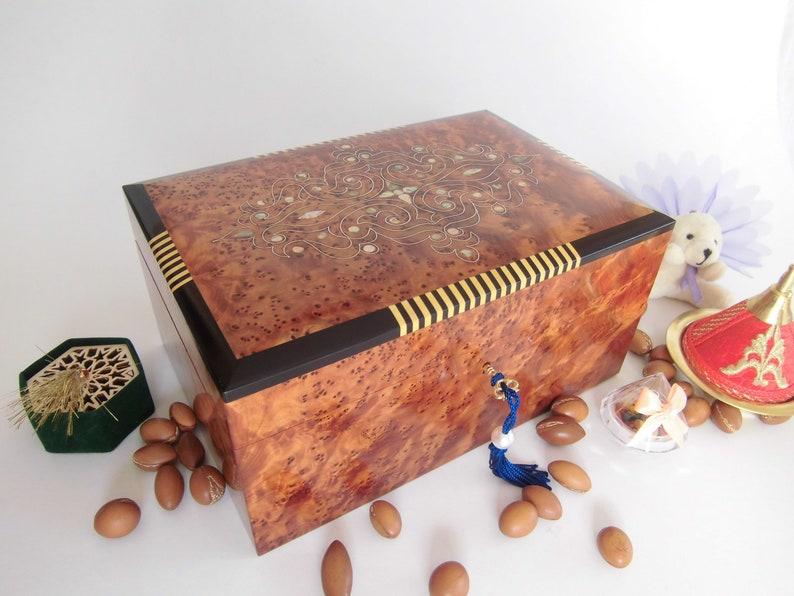Moroccan thuya Wood Jewelry Box with lock Inlaid Mother of Pearl 10.2\u201d X 7\u201d X 4.7\u201d