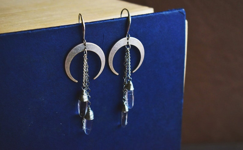 Dangling earrings with half moon Indian brass with chain and quartz ialino