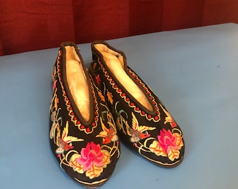 e000ef4bdc0c5 Chinese handmade slippers for decoratingHandmade Vintage Chinese slippers/ shoes