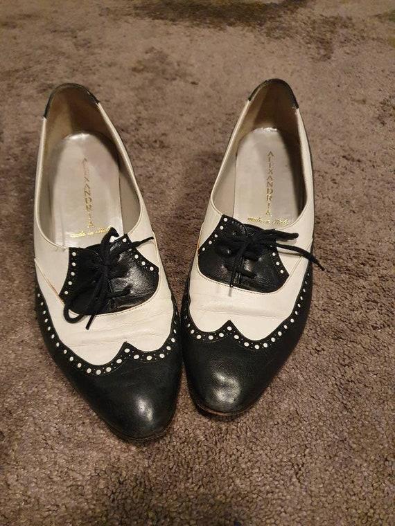 Vintage oxfort shoes Black and white heels Saddle