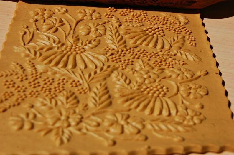 Flowers,daisies embossing cookies wooden roller engraving rolling pin baking gift,springerle carved rolling pin embossed rolling pin
