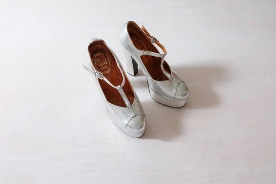 Vintage 70s Silver Leather Platform Shoes (Size UK