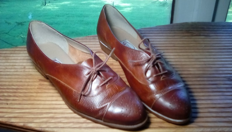 7a68438b9aa3c Vintage women's brown Italian leather brogues oxfords loafers flats pointed  toe lace up Pappagallo size 7