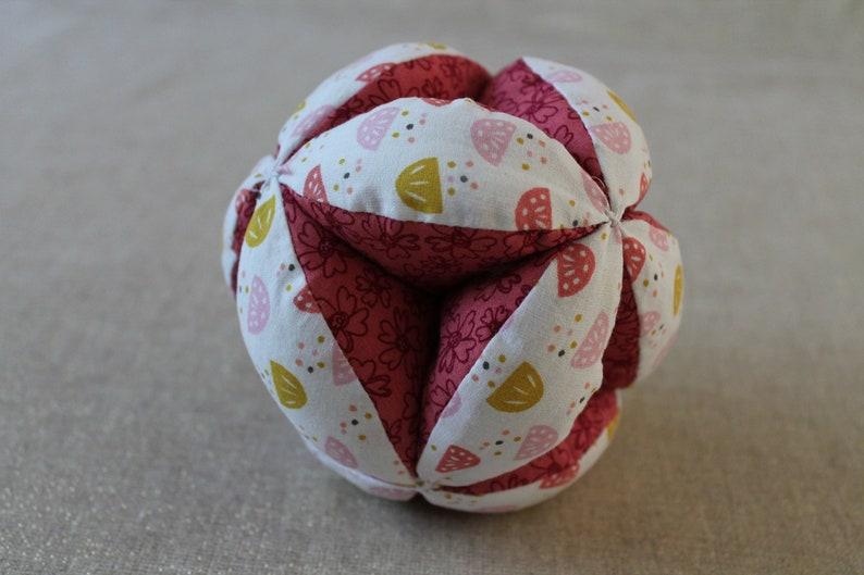 Fabric Ball Baby Ball Awakening Ball Montessori White and Pink Gripping Ball Montessori Pedagogy