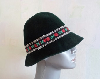 0af9843b9cb290 Vintage Wolf - Hüte Hat, Green Velvet Bowler Hat, Green Hat with  Embroidered Roses Ribbon, Vintage Women's Bowler Hat, Made in Germany