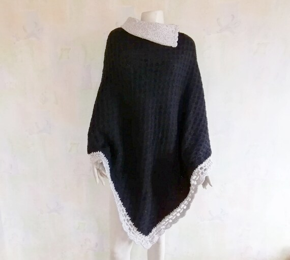 Women's Poncho, Vintage Knitted Poncho, Poncho wit
