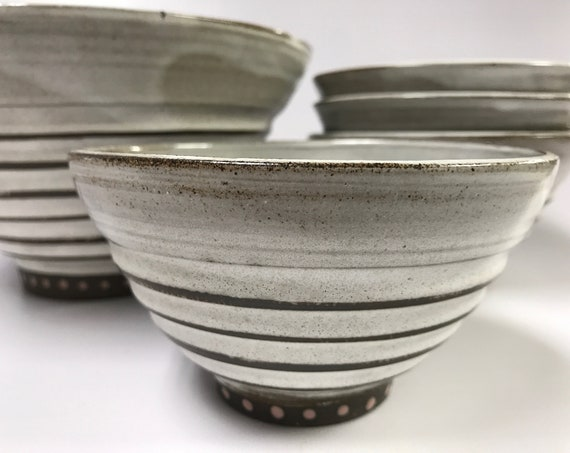 Ceramic bowls/Nesting bowls/White, fluted bowls/Serving bowls/Space-saving bowls