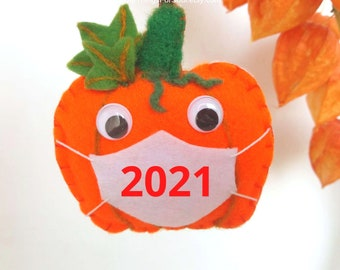 Personalized pumpkin ornament with face mask Thanksgiving Decor Fall decoration Needle felted pumpkin Felt halloween ornament 2021 pandemic