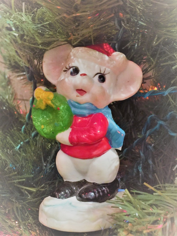 Christmas Mouse.Vintage Christmas Mouse Figurine Hand Painted Christmas Mouse Holding A Wreath Christmas Mouse Collectible Christmas Mouse Knick Knack