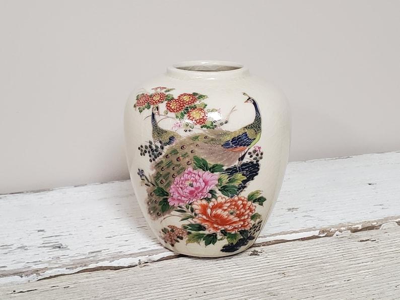 Peacocks Flowers /& Gilt Accents Asian EntryMantleCouch TableBookshelf D\u00e9cor 5 H Vintage Japanese KUTANI Ginger Jar VaseUrn NO LID
