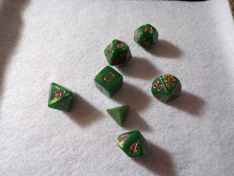Polyhedral Dice 7pc Holly Green Fluid Art Resin Dice Set for RPG DnD5e Dungeons /& Dragons Pathfinder Fantasy Age Tabletop Gaming Games
