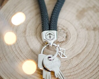 Maritime keychain made of sail dew |with compass, anchor, shell and boat