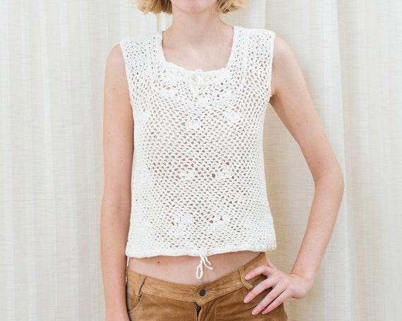 70s white crochet sleeveless sweater | crochet hip