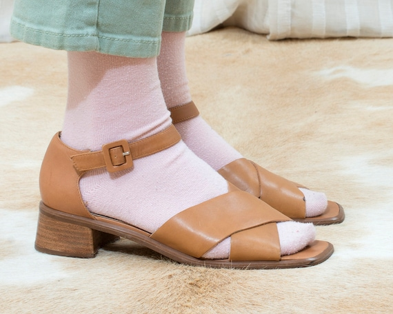 90s tan leather sandals 9.5 | cross over low block