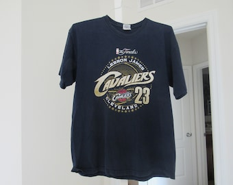 size 40 c0185 62928 Cleveland Cavaliers Lebron James 2007 NBA Finals Player T-Shirt, Size L