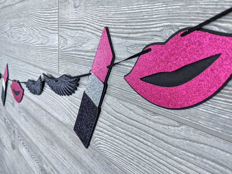 Makeup Garland/Bunting: Lips Lases and Lipstick image 0