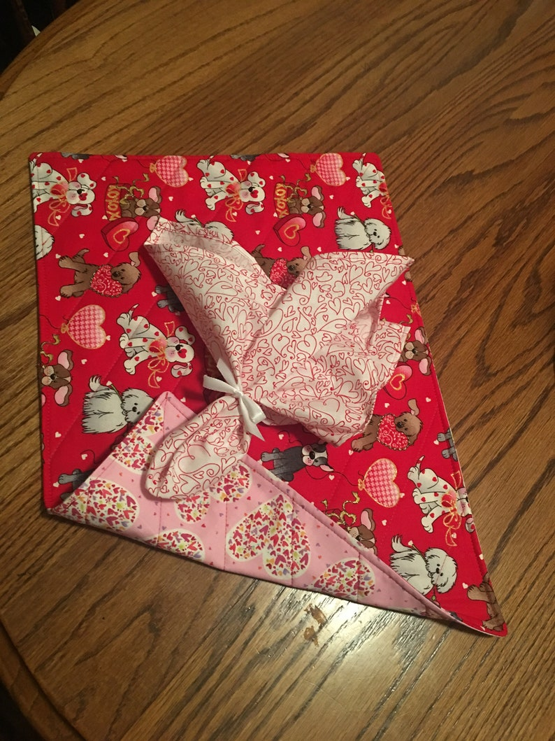 Quilted Handmade Valentines puppy love placemates Reversible Kitchen Dinning,Matching Napkins