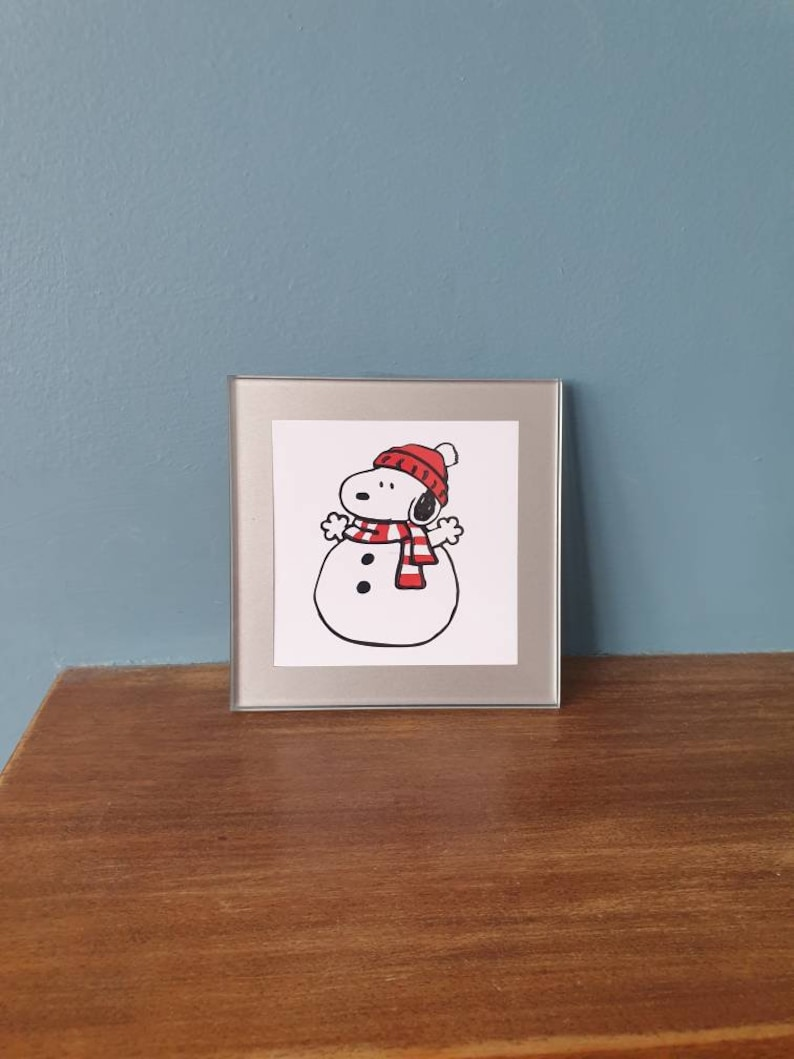 Snoopy glass drinks coaster Can be purchased with a matching card. A lovely glass coaster with a gorgeous Snoopy snowman design