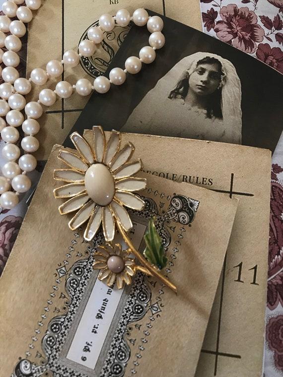 Albert WEISS Signed Beautiful Daisy Enamel Flower