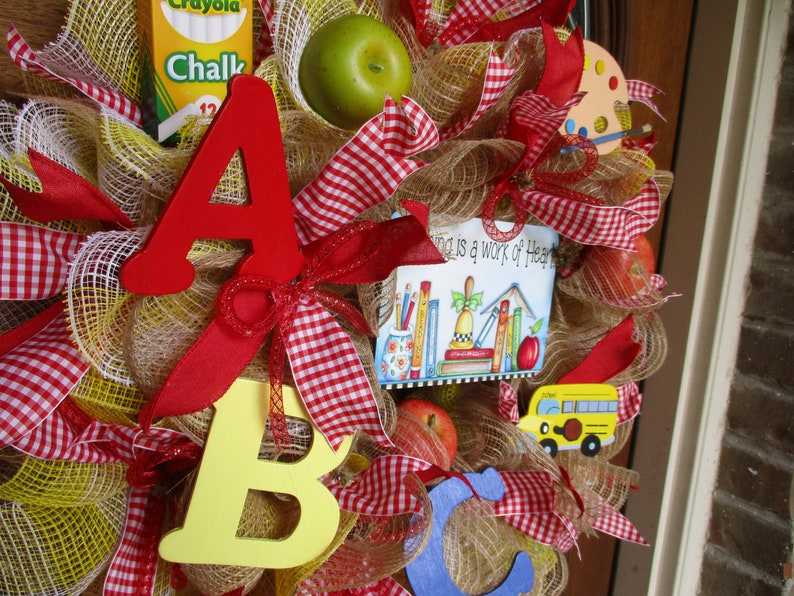 artist ABC school bus tin sign TEACHERS mesh wreath unique wreath ribbons galore chalk apples classroom wreath