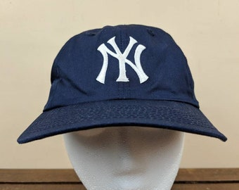 30a9f6e6cee Vintage YANKEES Snapback Hat    Blue and White    90s