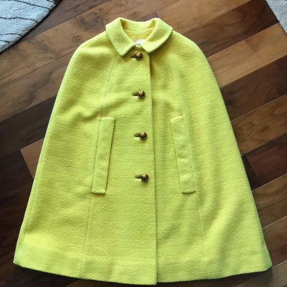 Gorgeous 1950s/1960s Yellow Textured Wool Cape wit