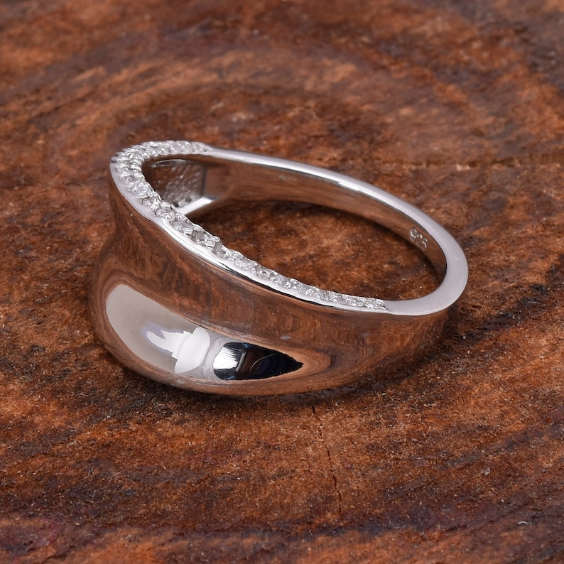 A quality cubic zirconia silver plain ring sterling silver handmade wedding ring DSS596R