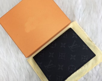 7caafda9e0729 Louis Vuitton Pass-Abdeckung