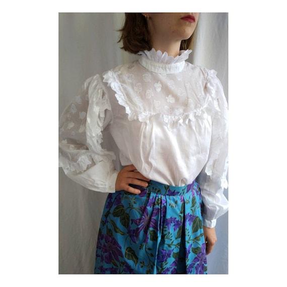 Vintage austrian lace Tracht blouse, tyrolean blou