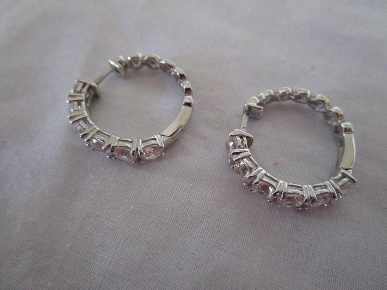 High Fashion Elegant Sterling Silver /& Brilliant CZ Stones Hoop Pierced Earrings