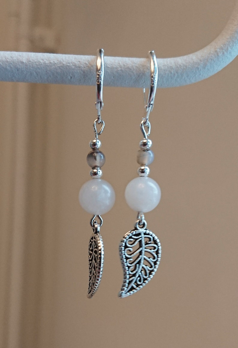 Earrings in Dragon/'s Vein Agate and powder pink Aventurine with leaves and antique silver details