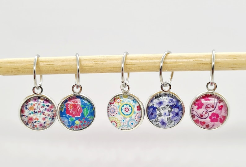 Flower Cabochon Stitch Markers stitch markers for knitting image 0