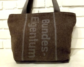 Shoulder bag shoppers army blanket federal property military blanket